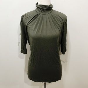 Banana Republic Size M Green Top Solid Turtleneck